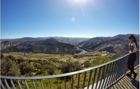 Antes de terminar a sua escapadinha, não se esqueça de apreciar as paisagens do Miradouro de Casal de Loivos