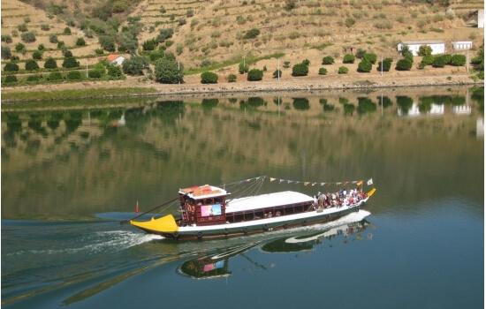 E para um momento mais calmo, opte por um cruzeiro em Barco Rabelo!