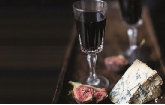 O Vinho do Porto Ruby é ideal para acompanhar sabores fortes e doces
