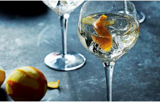 O Vinho do Porto Branco fica delicioso no verão, junto de um cocktail bem refrescante!