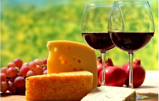 Devido ao elevado teor alcoólico, é aconselhável desfrutar o Vinho do Porto com alimentos de sabor forte e intenso