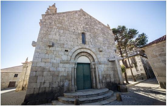 A Igreja Matriz de Barcos é um dos exemplos de arquitetura romântica da região
