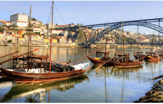 O Cruzeiro das 6 Pontes é um pequeno cruzeiro pela zona ribeirinha no Porto