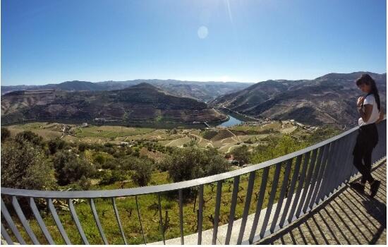 O Miradouro de Casal de Loivos é fantástico para apreciar as margens do Douro