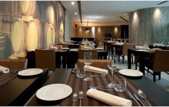 A decoração do restaurante foi especialmente pensada - com o Douro como inspiração