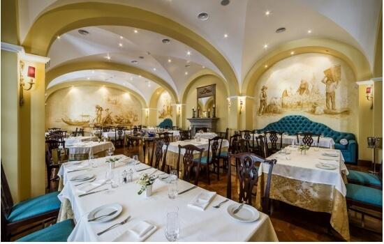 O Restaurante Rabelo presenteia-nos com uma decoração vintage - encantador!