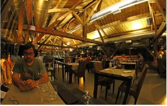 O Restaurante Castas e Pratos é de paragem obrigatória para todos os que adoram um bom vinho (a acompanhar uma refeição deliciosa)