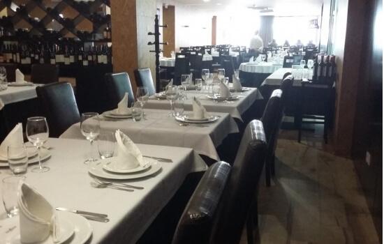 O Restaurante Manjar do Douro acolhe-nos com um ambiente mais familiar