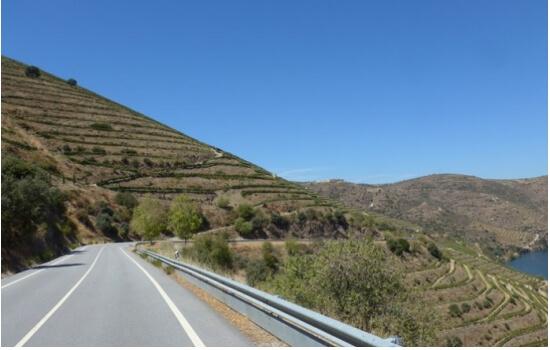 E as melhores vistas da região encontram-se nas sinuosas estradas que percorrem o vale!