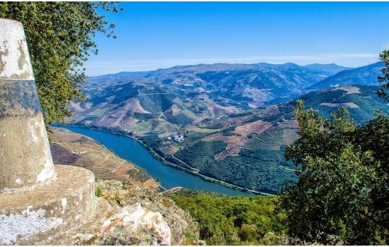 O Miradouro de São Salvador do Mundo é um dos mais conhecidos no Douro, pela sua beleza incrível