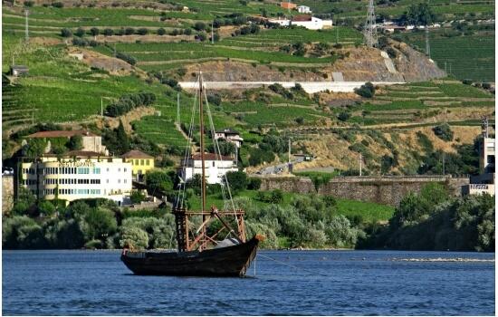 O Pinhão é uma pequena vila na margem do Rio Douro