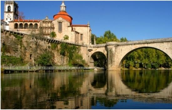Um dos marcos mais importantes de Amarante é a sua ponte romântica sobre o Rio Tâmega