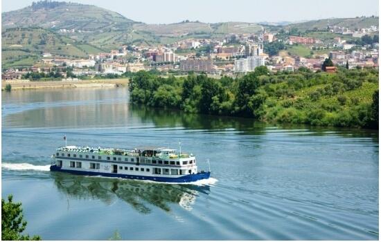 Num cruzeiro entre Porto e Régua poderá observar as melhores paisagens do Douro