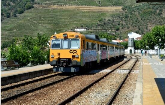 Uma viagem de comboio pelo Douro é sempre uma fantástica maneira de começar ou terminar o seu programa de fim de semana!