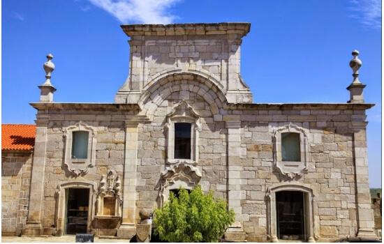 E para terminar o fim de semana em grande: descubra o Museu do Pão e do Vinho de Favaios!