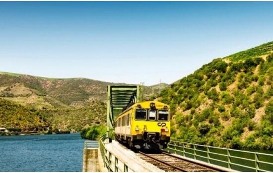 No regresso à Régua terá ainda a oportunidade de viajar pela famosa Linha do Douro!