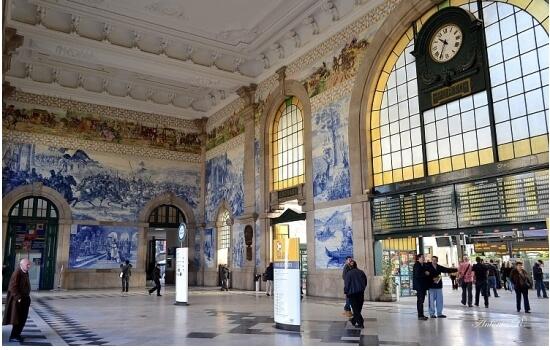A Estação de São Bento é o local ideal para dar início a uma viagem com a Melhor Mãe do Mundo - a sua!