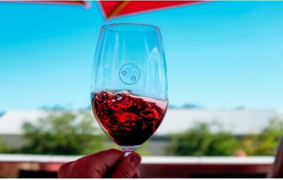 O seu vinho é complexo, com notas de frutas vermelhas maduras e sabores adjacentes