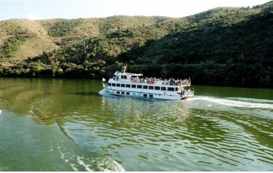 Um cruzeiro pelas margens do Douro irá criar as memórias mais belas desta escapadinha