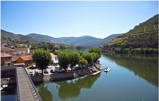 O Pinhão é uma das aldeias mais românticas do Douro vinhateiro