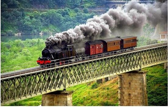 E para os amantes de história, não podem perder uma viagem no incrível Comboio Histórico do Douro