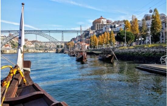 O Cruzeiro das 06 Pontes permite a emoção de um cruzeiro em barco rabelo a um preço bastante acessível