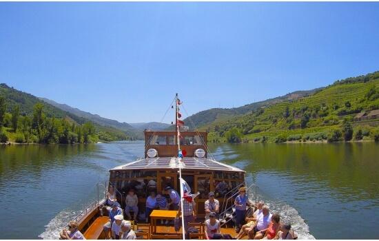 E no alto Douro também é possível encontrar estas típicas embarcações