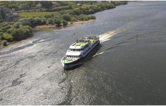 Mas para os gostos mais modernos, as embarcações de grande porte também realizam cruzeiros acessíveis entre Régua e Pinhão!