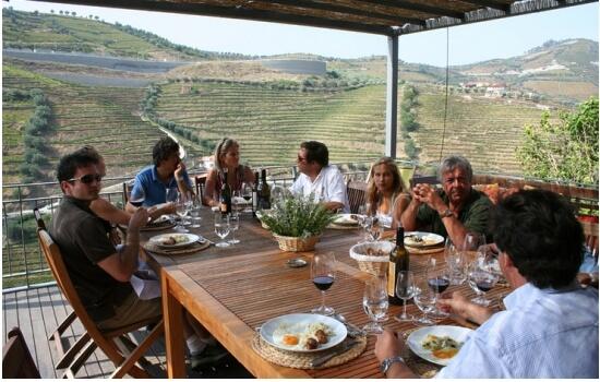 Na Quinta do Tedo poderá organizar um almoço diferente, com vistas para o Douro