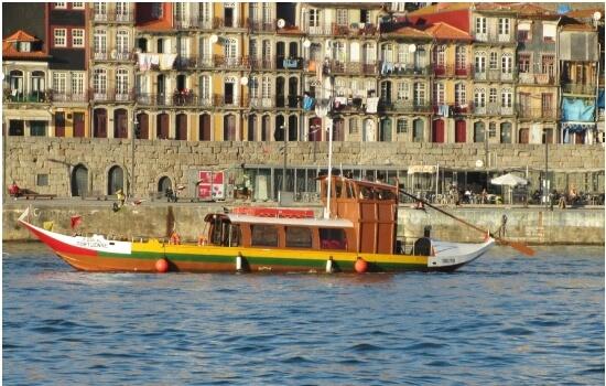 Na zona ribeirinha do Porto é muito comum avistar os típicos Barcos Rabelos