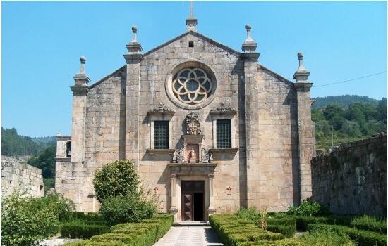O mosteiro de são joão de tarouca foi um dos primeiros mosteiros da península ibérica