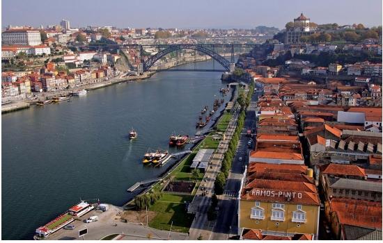 Do Cais de Gaia é possível observar as margens mais icónicas do Douro