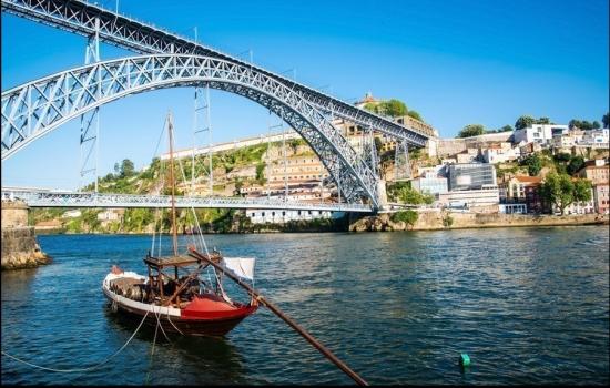 A bordo do nosso cruzeiro de São Martinho vai poder apreciar a mais bela paisagem da zona ribeirinha portuense