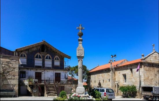São vários os patrimónios culturais e edificados que poderá encontrar ao longo desta aldeia
