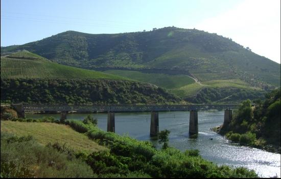 Bem como o lugar onde o Rio Tua harmoniosamente se funde com o Rio Douro
