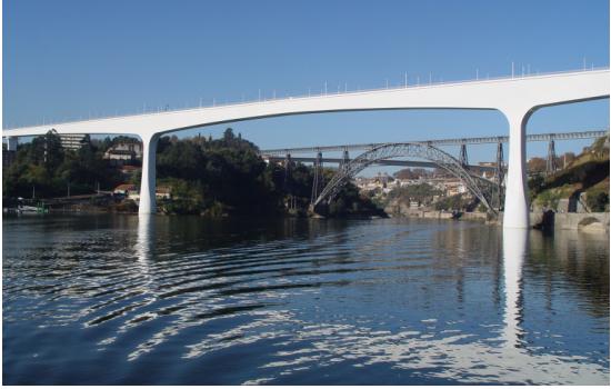E cruza o rio pelas 6 Pontes que ligam estas duas cidades