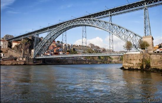 Usualmente, a primeira ponte a ser vista é a Ponte Luís I