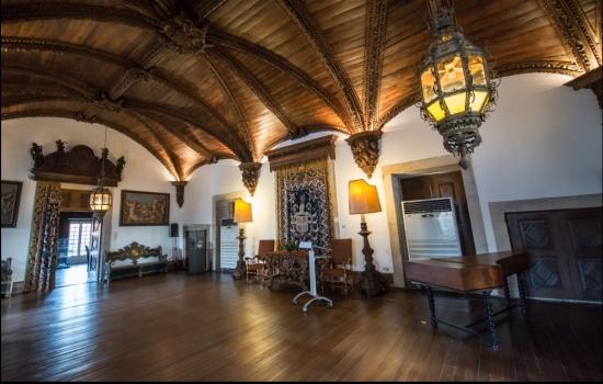 O interior deste palácio transporta-nos até uma época passada