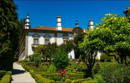 Os jardins deste palácio são alguns dos mais belos de Portugal