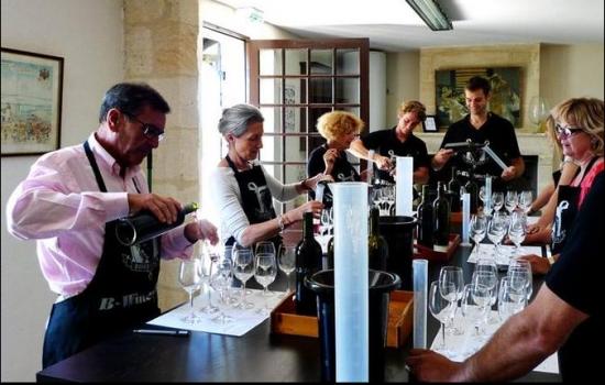 Num workshop de Wine Blending poderá, com a ajuda de enólogos, fazer o seu próprio vinho