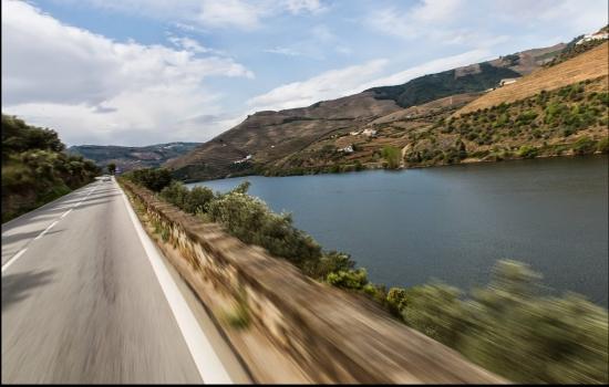 Percorrer a Estrada Nacional 222 é uma experiência incrível, repleta de beleza