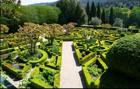 Os jardins do Palácio de Mateus fazem parte de uma das casas mais famosas de vinho Rosé