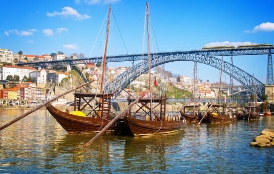 Os tradicionais barcos Rabelo que navegam no Douro