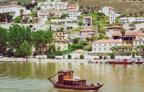 O barco rabelo, uma embarcação portuguesa, típica do Rio Douro