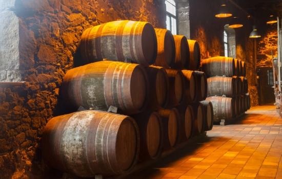 Uma visita às Caves do Vinho do Porto é uma experiência a não perder.