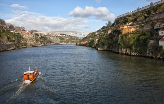 Um cruzeiro pelas Pontes do Porto e Gaia é sempre uma boa opção.