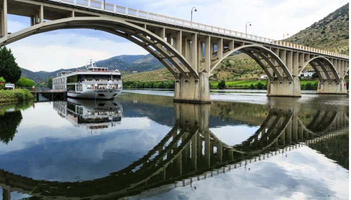 Pont Almirante Sarmento Rodrigues, le dernier sur le Douro en territoire Portugais.