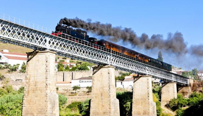 Viagem no tempo pela Linha do Douro.