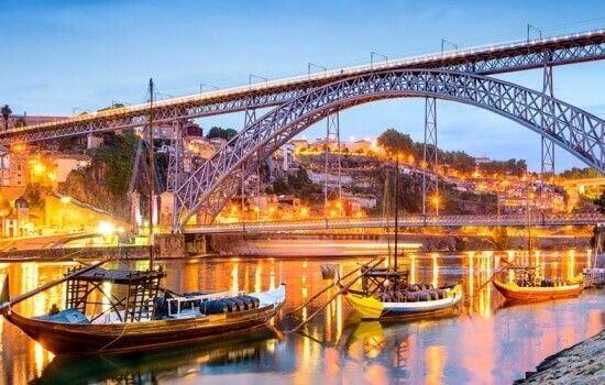 A icónica Ponte D. Luís I é a ponte do Porto mais antiga em funcionamento