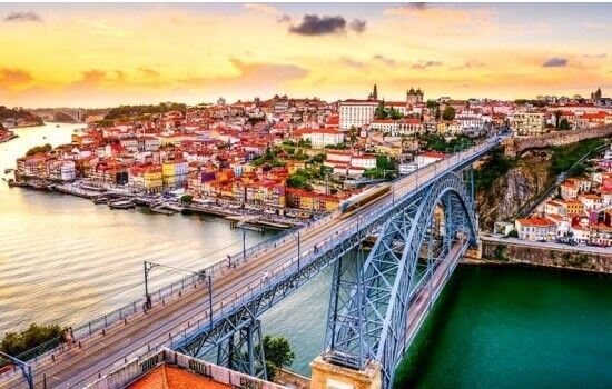 Pela sua imponência e singularidade, esta Ponte é aclamada por todo o mundo